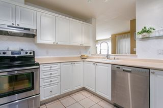 "Photo 5: 302 1085 W 17TH Street in North Vancouver: Pemberton NV Condo for sale in ""LLOYD REGENCY"" : MLS®# R2161114"
