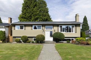Photo 1: 6805 YEOVIL Place in Burnaby: Montecito House for sale (Burnaby North)  : MLS®# R2207708