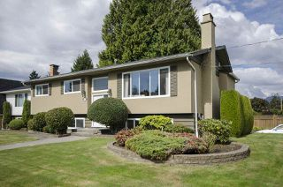 Photo 2: 6805 YEOVIL Place in Burnaby: Montecito House for sale (Burnaby North)  : MLS®# R2207708