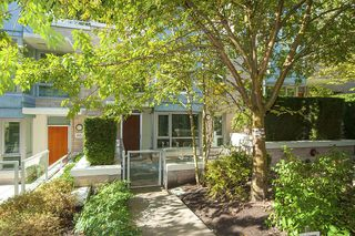 Photo 2: 167 W 2nd Street in North Vancouver: Lower Lonsdale Townhouse for sale : MLS®# R2214867