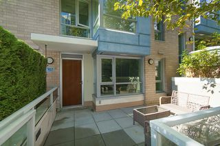Photo 4: 167 W 2nd Street in North Vancouver: Lower Lonsdale Townhouse for sale : MLS®# R2214867