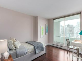 "Photo 8: 2001 1500 HORNBY Street in Vancouver: Yaletown Condo for sale in ""888 Beach"" (Vancouver West)  : MLS®# R2225315"