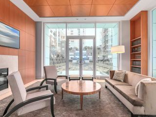 "Photo 14: 2001 1500 HORNBY Street in Vancouver: Yaletown Condo for sale in ""888 Beach"" (Vancouver West)  : MLS®# R2225315"
