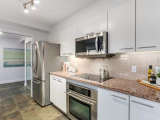 "Photo 4: 2001 1500 HORNBY Street in Vancouver: Yaletown Condo for sale in ""888 Beach"" (Vancouver West)  : MLS®# R2225315"