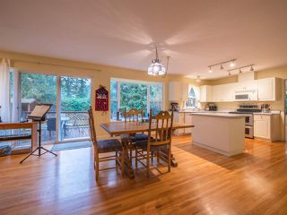 "Photo 4: 8130 CEDARWOOD Road in Halfmoon Bay: Halfmn Bay Secret Cv Redroofs House for sale in ""WELCOME WOODS"" (Sunshine Coast)  : MLS®# R2228689"