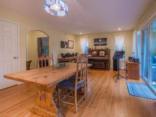 "Photo 5: 8130 CEDARWOOD Road in Halfmoon Bay: Halfmn Bay Secret Cv Redroofs House for sale in ""WELCOME WOODS"" (Sunshine Coast)  : MLS®# R2228689"
