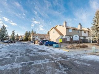Photo 18: 16 2519 38 Street NE in Calgary: Rundle House for sale : MLS®# C4149864