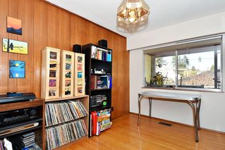Photo 4: 2627 E 56TH Avenue in Vancouver: Fraserview VE House for sale (Vancouver East)  : MLS®# R2243250