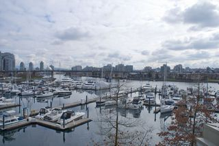 Photo 2: 315 1228 MARINASIDE Crescent in Vancouver: Yaletown Condo for sale (Vancouver West)  : MLS®# R2245353