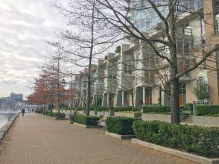 Photo 6: 315 1228 MARINASIDE Crescent in Vancouver: Yaletown Condo for sale (Vancouver West)  : MLS®# R2245353
