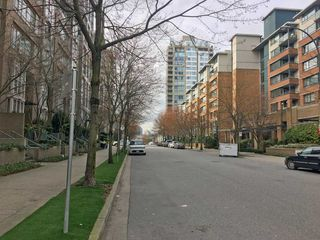 Photo 9: 315 1228 MARINASIDE Crescent in Vancouver: Yaletown Condo for sale (Vancouver West)  : MLS®# R2245353