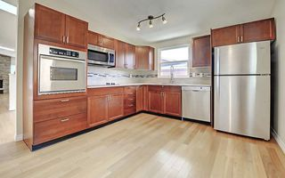 Photo 2: 6611 LAKEVIEW Drive SW in Calgary: Lakeview House for sale : MLS®# C4183070