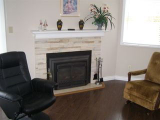 """Photo 2: 126 7610 EVANS Road in Chilliwack: Sardis West Vedder Rd House 1/2 Duplex for sale in """"COTTONWOOD REITREMENT VILLAGE"""" (Sardis)  : MLS®# R2330361"""