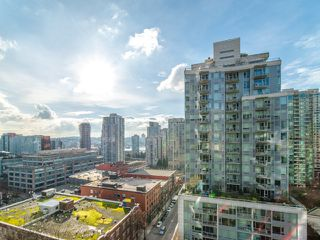 """Photo 16: 1708 233 ROBSON Street in Vancouver: Downtown VW Condo for sale in """"TV Towers"""" (Vancouver West)  : MLS®# R2336032"""