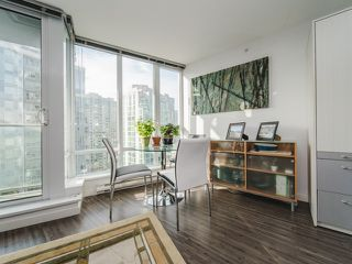 """Photo 5: 1708 233 ROBSON Street in Vancouver: Downtown VW Condo for sale in """"TV Towers"""" (Vancouver West)  : MLS®# R2336032"""