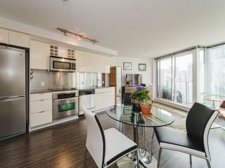"""Photo 10: 1708 233 ROBSON Street in Vancouver: Downtown VW Condo for sale in """"TV Towers"""" (Vancouver West)  : MLS®# R2336032"""