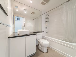 """Photo 4: 1708 233 ROBSON Street in Vancouver: Downtown VW Condo for sale in """"TV Towers"""" (Vancouver West)  : MLS®# R2336032"""