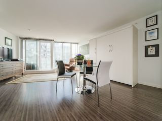 """Photo 12: 1708 233 ROBSON Street in Vancouver: Downtown VW Condo for sale in """"TV Towers"""" (Vancouver West)  : MLS®# R2336032"""
