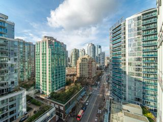 """Photo 15: 1708 233 ROBSON Street in Vancouver: Downtown VW Condo for sale in """"TV Towers"""" (Vancouver West)  : MLS®# R2336032"""