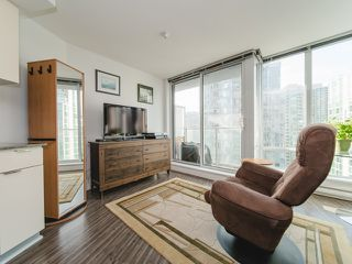 """Photo 6: 1708 233 ROBSON Street in Vancouver: Downtown VW Condo for sale in """"TV Towers"""" (Vancouver West)  : MLS®# R2336032"""