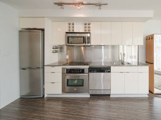 """Photo 8: 1708 233 ROBSON Street in Vancouver: Downtown VW Condo for sale in """"TV Towers"""" (Vancouver West)  : MLS®# R2336032"""