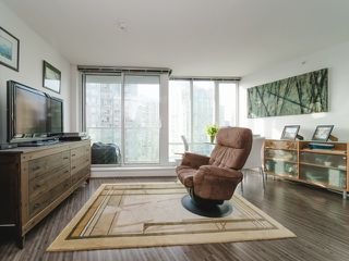 """Photo 11: 1708 233 ROBSON Street in Vancouver: Downtown VW Condo for sale in """"TV Towers"""" (Vancouver West)  : MLS®# R2336032"""