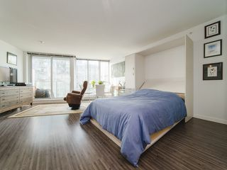"""Photo 1: 1708 233 ROBSON Street in Vancouver: Downtown VW Condo for sale in """"TV Towers"""" (Vancouver West)  : MLS®# R2336032"""