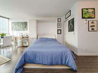 """Photo 7: 1708 233 ROBSON Street in Vancouver: Downtown VW Condo for sale in """"TV Towers"""" (Vancouver West)  : MLS®# R2336032"""