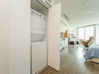 """Photo 3: 1708 233 ROBSON Street in Vancouver: Downtown VW Condo for sale in """"TV Towers"""" (Vancouver West)  : MLS®# R2336032"""