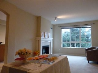 """Photo 3: 42 2978 WHISPER Way in Coquitlam: Westwood Plateau Townhouse for sale in """"WHISPER RIDGE"""" : MLS®# R2344484"""