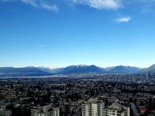 "Photo 1: 3901 5883 BARKER Avenue in Burnaby: Metrotown Condo for sale in ""ALDYANNE ON THE PARK"" (Burnaby South)  : MLS®# R2348636"