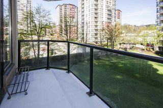 "Photo 10: 308 55 TENTH Street in New Westminster: Downtown NW Condo for sale in ""Westminster Towers"" : MLS®# R2353028"