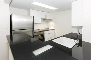 """Photo 3: 308 55 TENTH Street in New Westminster: Downtown NW Condo for sale in """"Westminster Towers"""" : MLS®# R2353028"""