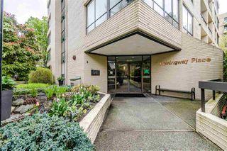 Photo 2: 301 1412 ESQUIMALT Avenue in West Vancouver: Ambleside Condo for sale : MLS®# R2362140