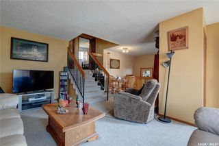 Photo 3: 332 Russell Road in Saskatoon: Silverwood Heights Residential for sale : MLS®# SK770395