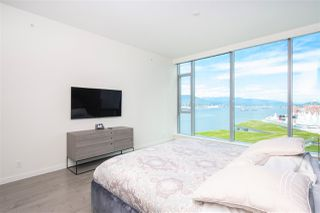 "Photo 11: 1803 277 THURLOW Street in Vancouver: Coal Harbour Condo for sale in ""Three Harbour Green"" (Vancouver West)  : MLS®# R2376937"