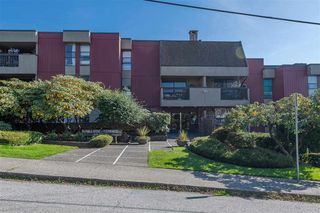 "Main Photo: 102 1040 FOURTH Avenue in New Westminster: Uptown NW Condo for sale in ""HILLSIDE TERRACE"" : MLS®# R2412682"