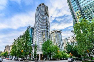 """Photo 17: 2501 1200 ALBERNI Street in Vancouver: West End VW Condo for sale in """"PALISADES"""" (Vancouver West)  : MLS®# R2428851"""