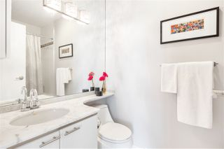 """Photo 11: 2501 1200 ALBERNI Street in Vancouver: West End VW Condo for sale in """"PALISADES"""" (Vancouver West)  : MLS®# R2428851"""