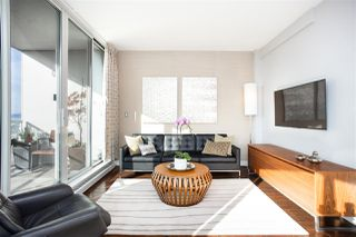 """Photo 2: 2501 1200 ALBERNI Street in Vancouver: West End VW Condo for sale in """"PALISADES"""" (Vancouver West)  : MLS®# R2428851"""