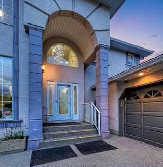 Photo 3: 2932 SIGNAL HILL Drive SW in Calgary: Signal Hill Detached for sale : MLS®# C4296211
