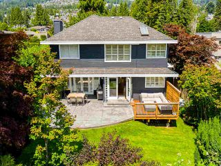 Photo 3: 2218 INGLEWOOD Avenue in West Vancouver: Dundarave House for sale : MLS®# R2473358