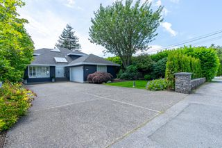 Photo 1: 2218 INGLEWOOD Avenue in West Vancouver: Dundarave House for sale : MLS®# R2473358
