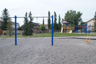 Photo 3: 271 HAWKVILLE Close NW in Calgary: Hawkwood Residential for sale : MLS®# A1019161
