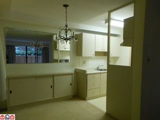 "Photo 3: 115 15020 N BLUFF Road: White Rock Condo for sale in ""North Bluff Village"" (South Surrey White Rock)  : MLS®# F1200400"