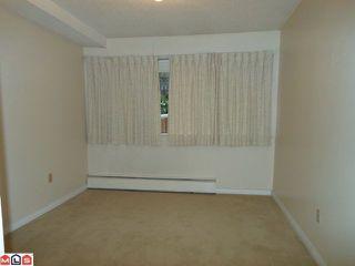 "Photo 5: 115 15020 N BLUFF Road: White Rock Condo for sale in ""North Bluff Village"" (South Surrey White Rock)  : MLS®# F1200400"
