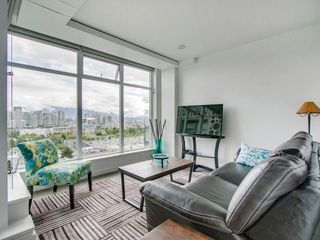 "Photo 2: 905 728 W 8TH Avenue in Vancouver: Fairview VW Condo for sale in ""700 WEST8TH"" (Vancouver West)  : MLS®# R2082142"
