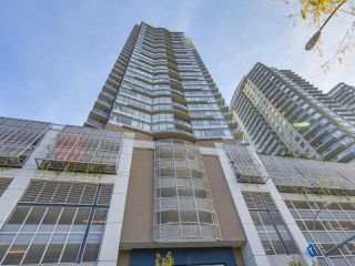 "Photo 1: 2501 888 CARNARVON Street in New Westminster: Downtown NW Condo for sale in ""MARINUS"" : MLS®# R2115352"