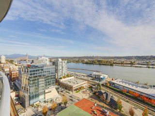 "Photo 8: 2501 888 CARNARVON Street in New Westminster: Downtown NW Condo for sale in ""MARINUS"" : MLS®# R2115352"