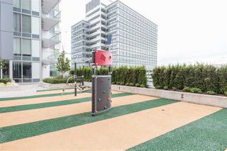 """Photo 15: 1607 488 SW MARINE Drive in Vancouver: Marpole Condo for sale in """"MARINE GATEWAY"""" (Vancouver West)  : MLS®# R2178755"""